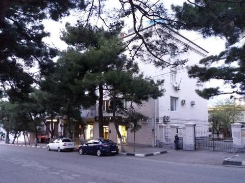 Купить трехкомнатную квартиру в центре Новороссийска - Фото 1