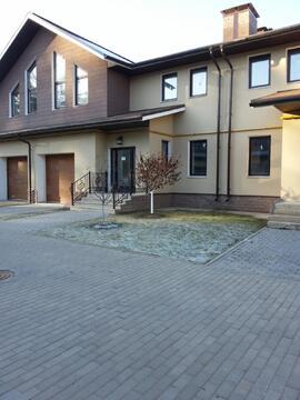 Продается двухэтажный таунхаус с гаражом в коттеджном п.Лесной городок - Фото 2