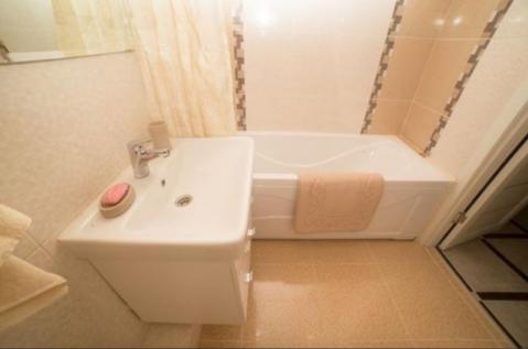 Двухкомнатная квартира с ремонтом в Изумрудных Холмах - Фото 5