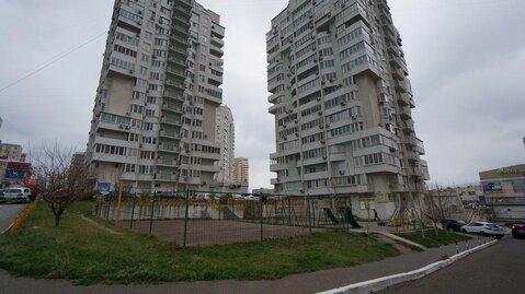 Купить квартиру в Новороссийске, трехкомнатная с ремонтом, монолит. - Фото 1