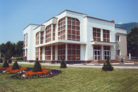 Торговый комплекс с арендаторами в Геленджике, 1068 кв.м. - Фото 1