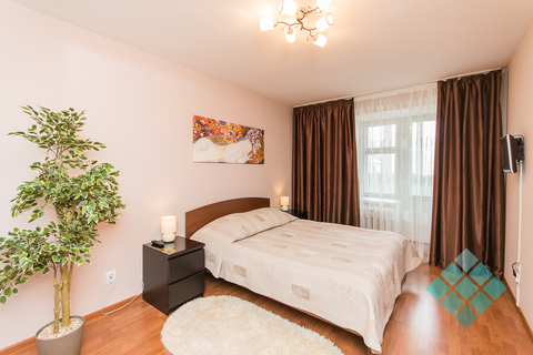 Просторная 2-комнатная посуточно в новом доме на ул.Невзоровых, 47 - Фото 1