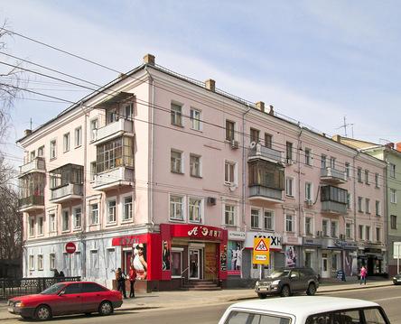 Уникальная двухкомнатная квартира в сталинке в Курске, ул.Дзержинского - Фото 1
