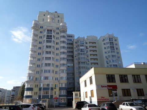 Четырехкомнатная квартира: г.Липецк, Зегеля улица, 21а - Фото 1