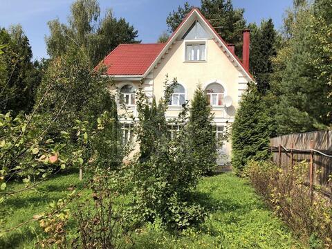 Уютный классический дом на сказочном участке, граничащем с лесом и . - Фото 2