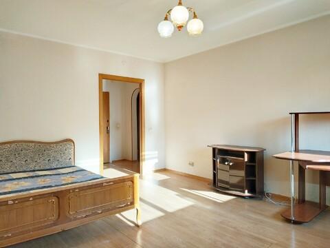 Продается однокомнатная квартира в Дзержинском - Фото 1