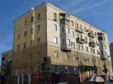 Капитальная Трехкомнатная Квартира Сталинской Постройки. Центр города. - Фото 2