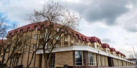 Продаю двухкомнатная квартира Московская область г.Королев ЖК Валентиновка Парк ул.Горького д.79. Квартира в собственности менее 3 лет, один взрослый собственник, свободная продажа.54/18-12/ кухня 11, застекленная лоджия, 1 этаж, дом кирпичный.Квартира без отделки.Дом находится в современном и красивом микрорайне, есть 2 садика, школа, библиотека, взрослые и детские зоны отдыха, парковка, автономная котельная.В пешей доступности платформа Валентиновка.