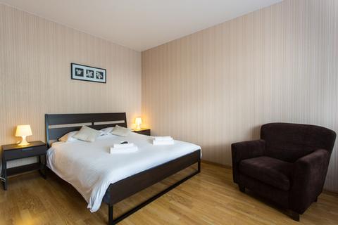 Сдаются 1-комнатные апартаменты в долгосрочную аренду в центре горо. - Фото 2