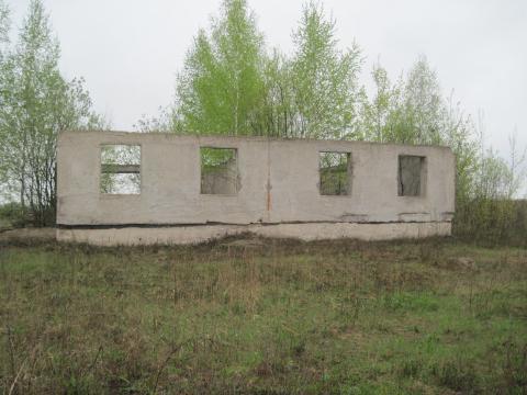 Монолитный дом рядом с хвойным лесом - Фото 1