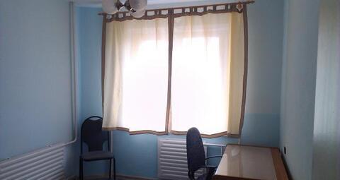 3-ая квартира с косметическим ремонтом, чистая.Частично мебелированна . - Фото 2