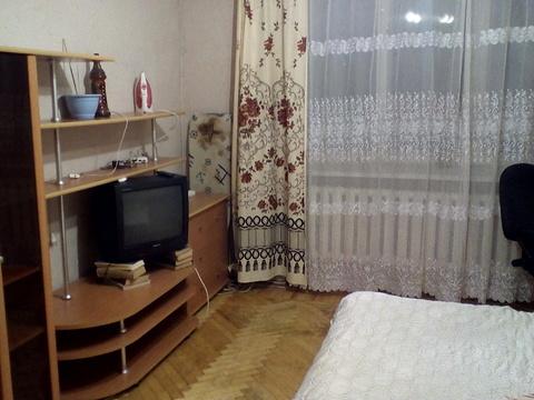 Комната в квартире со всеми удобствами с мебелью и техникой - Фото 1