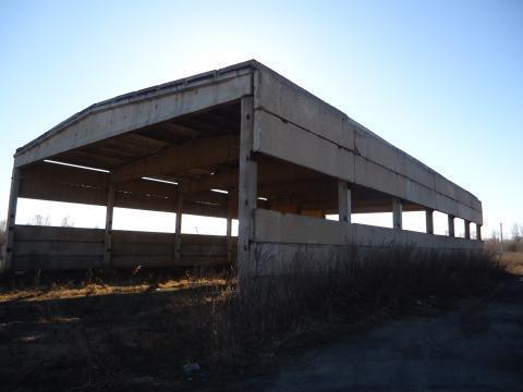Здание с земельным участком 1 га - Фото 1
