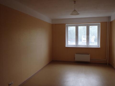Продается просторная квартира в Сходне в монолитно-кирпичном доме - Фото 1
