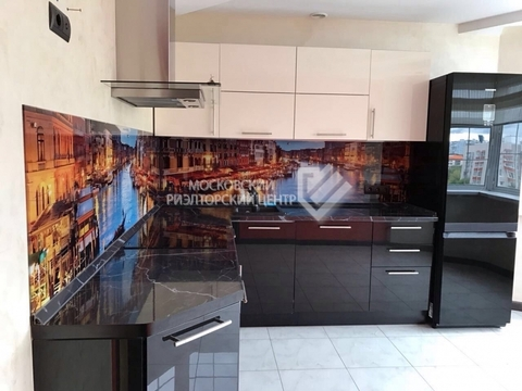 Продаём 3-х комнатную квартиру на ул.Маршала Тухачевского, д.33 - Фото 1
