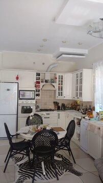 Уютный новый дом с дизайнерским ремонтом для небольшой семьи - Фото 1