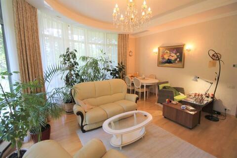 Продам 3 комнатные апартаменты в Алуште, ул.Парковой,5. - Фото 1