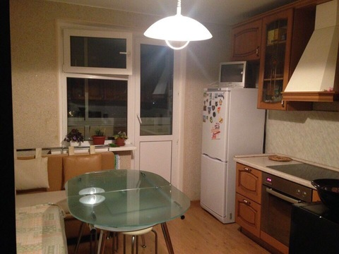 Сдается комната 23 кв.м. в 3-ком. квартире, евро ремонт - Фото 1