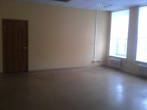 Офисное помещение 44 кв.м на втором этаже бизнес-центра - Фото 1