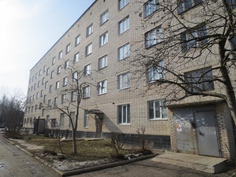 Сдам комнату рабочим16 м2 в Серпухове, Форсса 8 - Фото 1