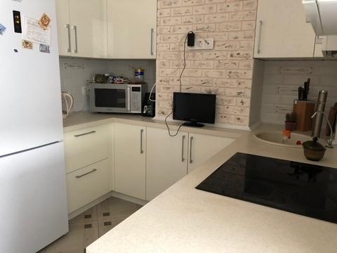 2ккв с оборудованной кухней, ул Орджоникидзе 52 - Фото 4