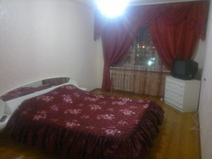 Аренда квартиры посуточно, Курган, Ул. Бурова-Петрова - Фото 1