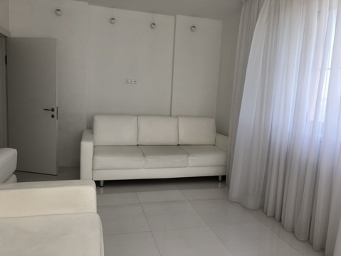 Продам просторную 2х-комнатную квартиру 68 кв.м - Фото 2