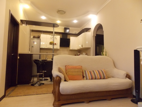 Квартира в таунхаусе с ремонтом и мебелью. Собственный участок! - Фото 2