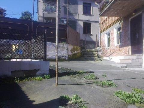Абхазия. Сухум. 2-х этажный кирпичный дом в готическом стиле. 6 соток. - Фото 3