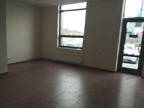 Торговое помещение на первом этаже с отдельным входом, 57,6 кв.м - Фото 2