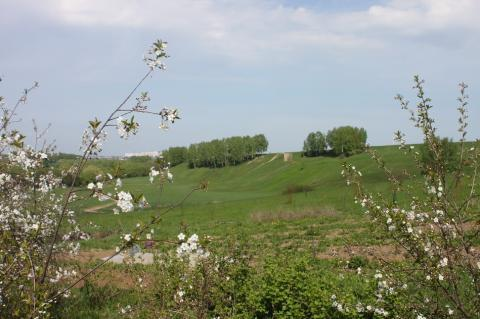 Участок в деревне для ИЖС на склоне холма с красивым видом - Фото 1