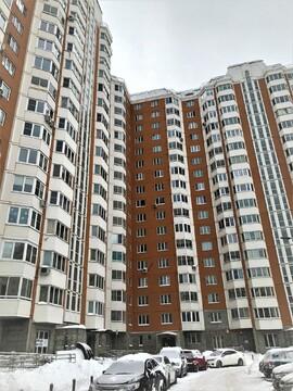 Сдаем 1-комнатную квартиру евроремонт ул.Самуила Маршака, д.20 - Фото 1
