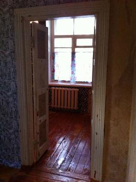 Квартира требует ремонта. С/у раздельный. Комнаты смежные.Окна во двор - Фото 1