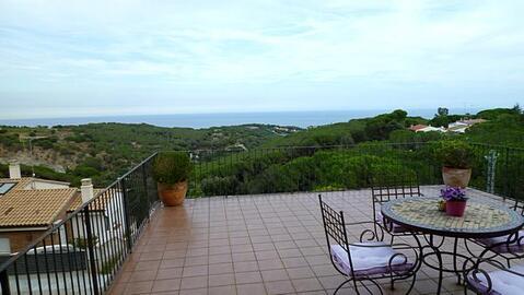 Уютная вилла с видом на море на побережье под Барселоной - Фото 1