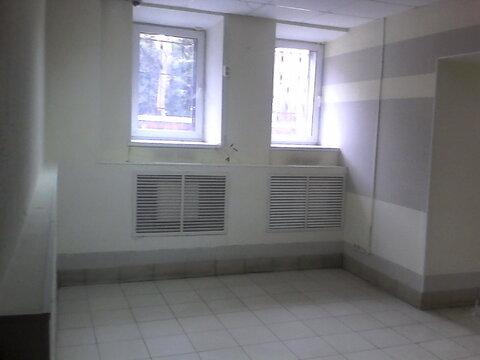 Помещения в цоколе жилого дома, 37 и 38 кв.м. Подходят под торговлю. - Фото 3