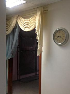 На первом этаже очень уютное помещение, 4 комнаты и холл на входе - Фото 4