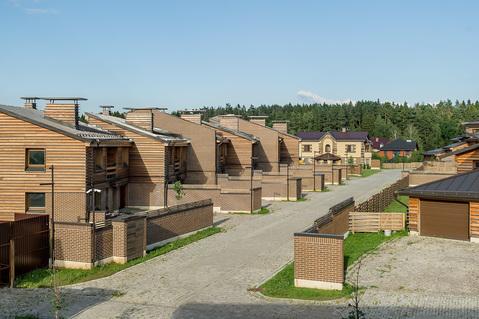 Таунхаус в готовом поселке - Фото 1