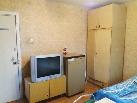 Продается комната в трехкомнатной квартире - Фото 4