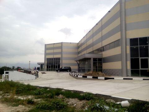 Здание торгового центра 2800 кв.м. в 14-м мкр-не Новороссийска. - Фото 1