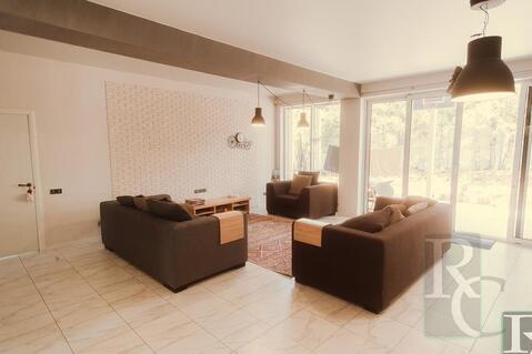 Отличный дом с дизайнерским ремонтом - Фото 2