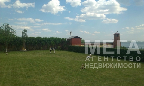 Продам отдельно стоящее трёхэтажное здание в поселке Петровском, с . - Фото 1
