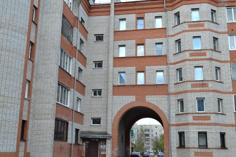 Просторная квартира, Продажа квартир в Новоалтайске, ID объекта - 328732871 - Фото 1