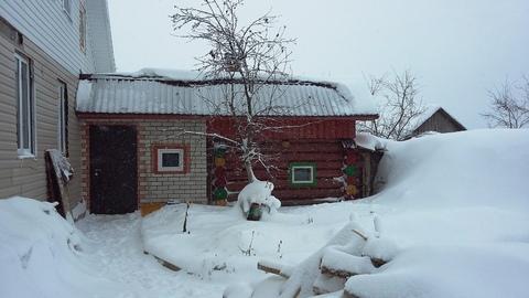 Жилой двухэтажный дом с гаражом, баней, теплицей. Стены из кирпича и . - Фото 1