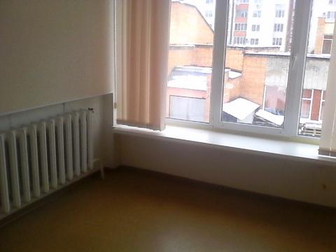 Офисное помещение 12 кв.м на втором этаже бизнес-центра - Фото 1