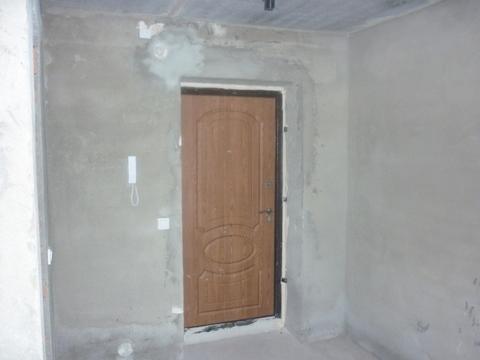 Квартира в новом кирпичном доме без отделки: санузел совместный, окна . - Фото 5