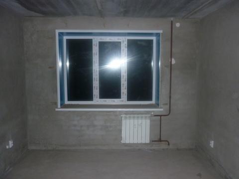 Квартира в новом кирпичном доме без отделки: санузел совместный, окна . - Фото 1