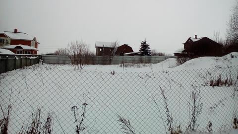 Продаётся земельный участок по адресу : Щёлковский район, Огуднево, пск Оплот. Участок правильной формы, 12 соток, на участке есть старый котлован, ж/б плиты и блоки. В поселке проведен газ, соседние дома газифицированны. Дороги чистятся, до автобусной остановки 5 минут пешком. Многие соседи проживают круглогодично. 1 взрослый собственник, свободная продажа.