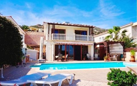 Прекрасная 4-спальная Вилла с панорамным видом на море в районе Пафоса - Фото 1