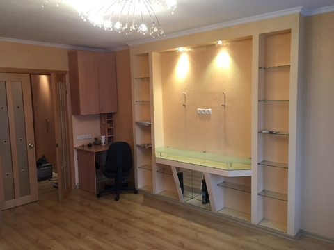 Продается 3 комнатная квартира на улице Льва Толстого, район Турынино - Фото 4