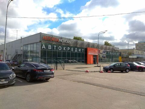 Без комиссии после автосалона часть здания с землёй под парковку - Фото 1